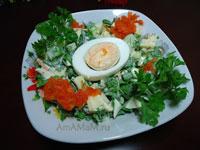 Вкусный рецепт салата из яблок с зеленью, овощами и яйцами!