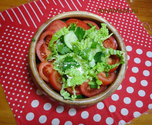 Вкусный помидорный салат с огурцами и пекинской капустой