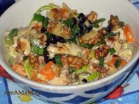 Вкусные и простые рецепты: салат с тыквой и курицей с черносливм, маринованным огурцом, имбирем и орехами