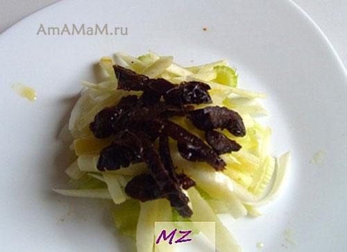 Как уложить слои салата из овощей с яблоком