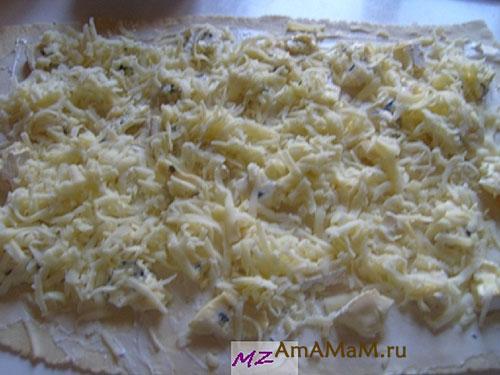 Как готовить закуску из слоеного теста и сыра с креветками