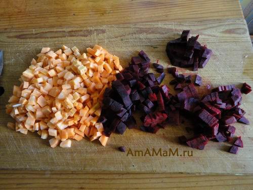 Нарезка морковки и свеклы для борща кубиками
