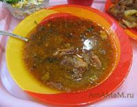 Вкусный суп на бараньем бульоне с рисом, луком, помидором и специями по-абхазски