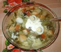 Очень вкусный щавелевый суп с яйцом и сметаной!