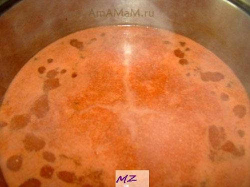 Готовим томатный суп с мясом, сметаной и макаронами!
