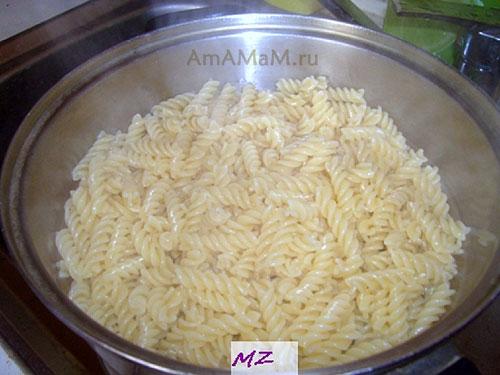Приготовление начинки супа, которая кладется в каждую тарелку - варим отдельно макароны
