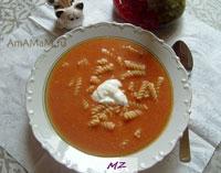 Очень вкусный кремовый суп-пюре с заправкой из макаронов и мяса, которые кладутся в каждую тарелку!