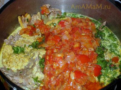 Готовим харчо с уткой: добавляем в харчо зелень, аджику и овощную заправку