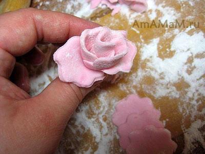 Как делать розу из мастики - фото и способ приготовления