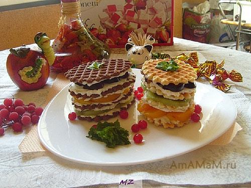 Приготовление быстрого десерта из печнья, шоколада, маскарпоне и фруктов