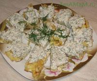 Вкусная селедочная закуска ис творожным сыром, картошкой и омлетом