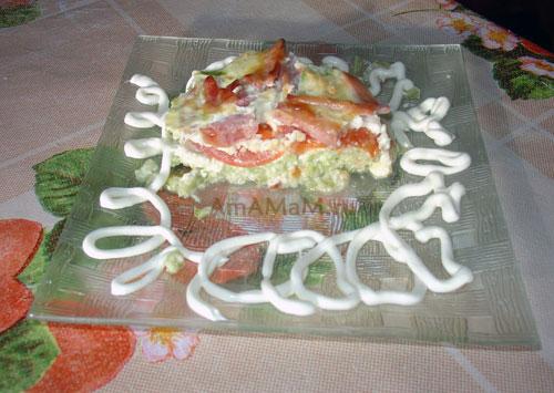 Что сделатьиз кабачков, яиц, сыра. помидоров и ветчины (колбасы) - простой рецепт запеканки